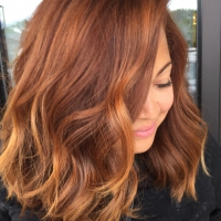 Каштановые волосы с омбре, рыжие прядочки в коричневых волосах.